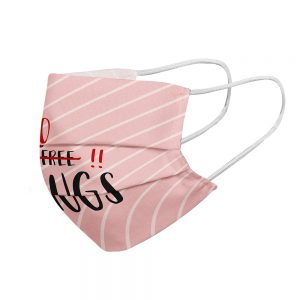 """Mundmaske von Shirtinator mit dem Design """"No Hugs"""" in Seitenansicht"""